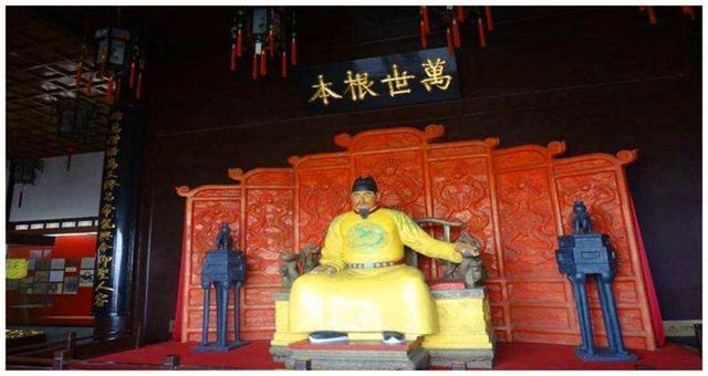 康熙皇帝一面给朱元璋扫墓,一面将他的子孙赶尽杀绝