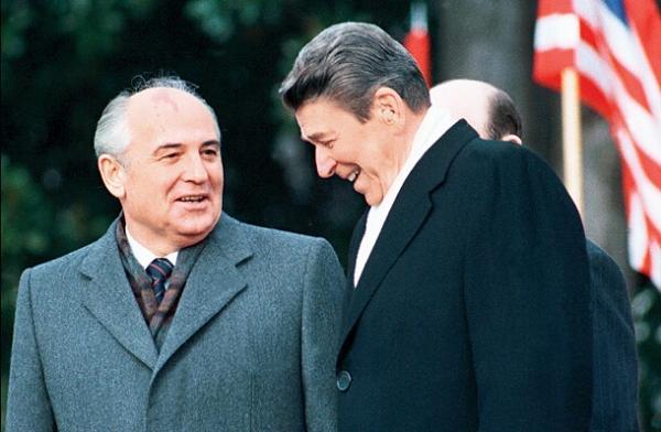 第一个从苏联独立的国家,为何音乐家成首任总统?内情令人深思