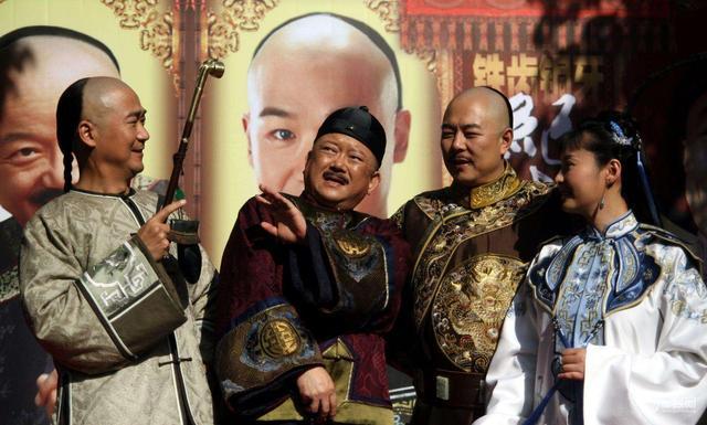 皇帝因下雨滑倒,一众大臣没人敢扶,小官冒险扶了后官至两江总督