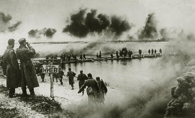 蘇聯為什么漠視66.5萬人被俘?基輔圍殲戰,希特勒一夜成軍事天才
