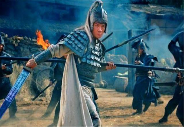 高览曾大战许褚三百回合不分胜负,为何赵云只一个回合将其斩杀