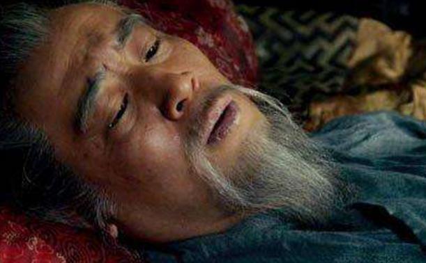 李严手握重兵,为何将军权拱手让人,最后还被诸葛亮赶回老家