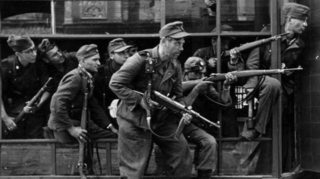 一支誓死服從希特勒的軍隊:雙手沾滿無辜人民的鮮血,無法原諒!